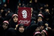 ببینید | «خامنه ای امام ؛ انتقام انتقام»شعار مردم در مراسم تشییع پیکر سردار شهید سلیمانی