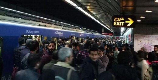 کاهش سرفاصله حرکت قطارهای خط ۴/ خرابی پله برقی گزارش نشده است