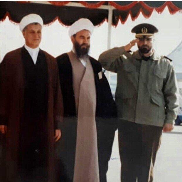 سردار قاسم سلیمانی در کنار آیت الله هاشمی رفسنجانی +عکس