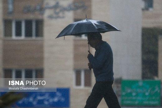 ورود سامانه بارشی به کشور از ظهر فردا/ اسامی استانهای بارانی