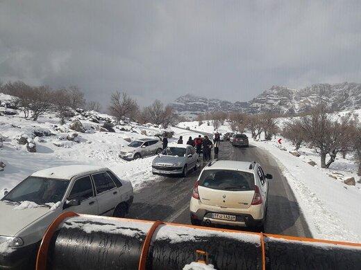 ۲۶۳ خودروی گردشگران گرفتار در منطقه تاراز رهاسازی شدند