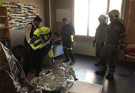 آتشنشانان جان ۲ نفر را از مرگ حتمی نجات دادند/عکس