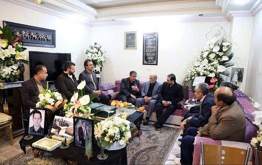 دیدار وزیر راه با خانواده یکی از جان باختگان سانحه بویینگ