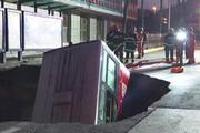 فیلم   نشست مرگبار زمین، اتوبوس را بلعید!