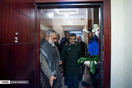 دیدار سردار حاجی زاده با خانواده شهیده فاطمه محمودی