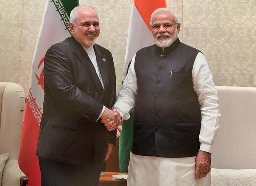 ظريف يلتقي رئيس الوزراء الهندي