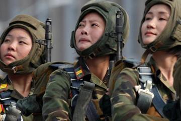 فیلم | خواندن و گریه کردن گروه ارکستر سمفونی سربازان زن برای رهبر کره شمالی
