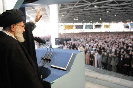 ببینید | چهل سال نماز جمعه به امامت آیتالله خامنهای