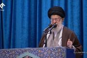 فیلم | لحظه ورود رهبر معظم انقلاب به مصلی امام خمینی (ره) و استقبال مردم از ایشان