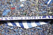 فیلم | واکنش جالب گزارشگر عرب به سیل هواداران استقلالی در استادیوم