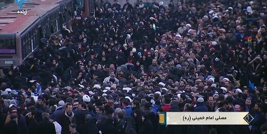 انبوه جمعیت در مصلّی ساعتی پیش از آغاز نماز جمعه به امامت رهبری/حرکت نمازگزاران تهرانی به سمت مصلا /همه منتظر خطبه های مهم رهبر انقلاب