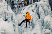 تصاویر | یخ نوردی در آبشار یخ زده گنجنامه