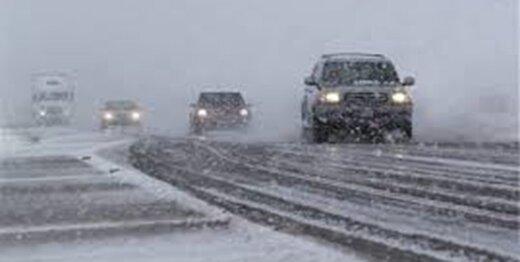برف و باران در جادههای ۱۲ استان
