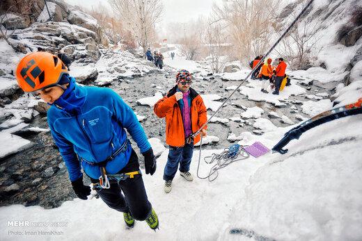 یخ نوردی در آبشار یخ زده ی گنجنامه