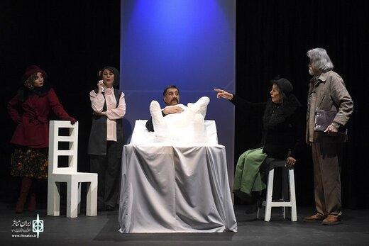 نمایش چندهمسری روی صحنه تئاتر
