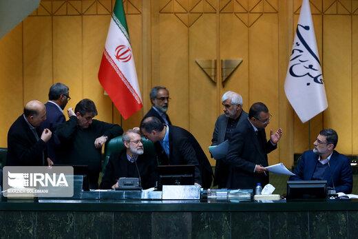 این عکس از صحن علنی مجلس را ببینید /پارلمان درگیر حواشی ردصلاحیتها