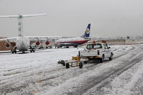 ببینید | وضعیتی که بارش برف برای پروازهای مهرآباد ایجاد کرد!