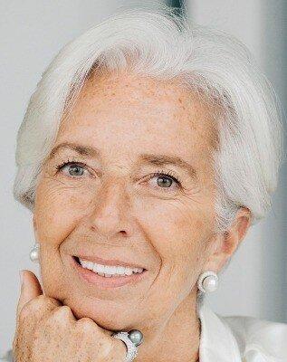 مجمع جهانی اقتصاد یا کنفرانس داووس یکی از سازمانهای بزرگ اقتصادی سوئیس است. این سازمان سالانه بیش از ۸۰ میلیون دلار درآمد دارد و برای بیشتر از ۲۰۰ نفر فرصت شغلی ایجاد کرده است.