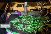 تصاویر | خواب زمستانی رانندگان تاکسیهای اینترنتی در تهران