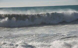 صیادان به دریا نروند، هوا خراب است