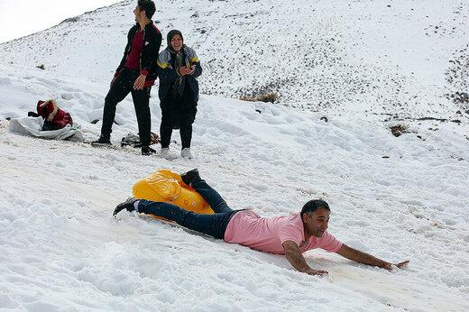 فیلم | تفریحات زمستانی در ارتفاعات قم