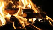 واکنش دفتر طب ایرانی وزارت بهداشت به سوزاندن کتاب پزشکی