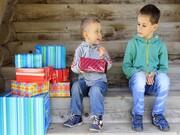 چگونه با احساس حسادت کودکان مقابله کنیم؟