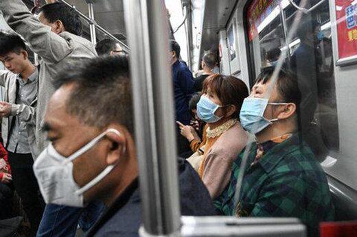 فیلم    مرد بدون ماسک در چین از مترو بیرون کشیده میشود