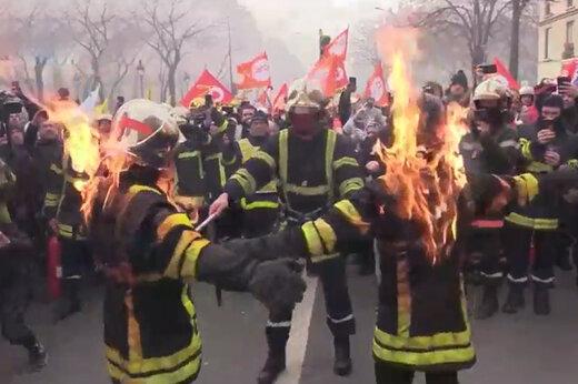 ببینید | آتش نشانان فرانسوی به نشانه اعتراض خودشان را آتش زدند