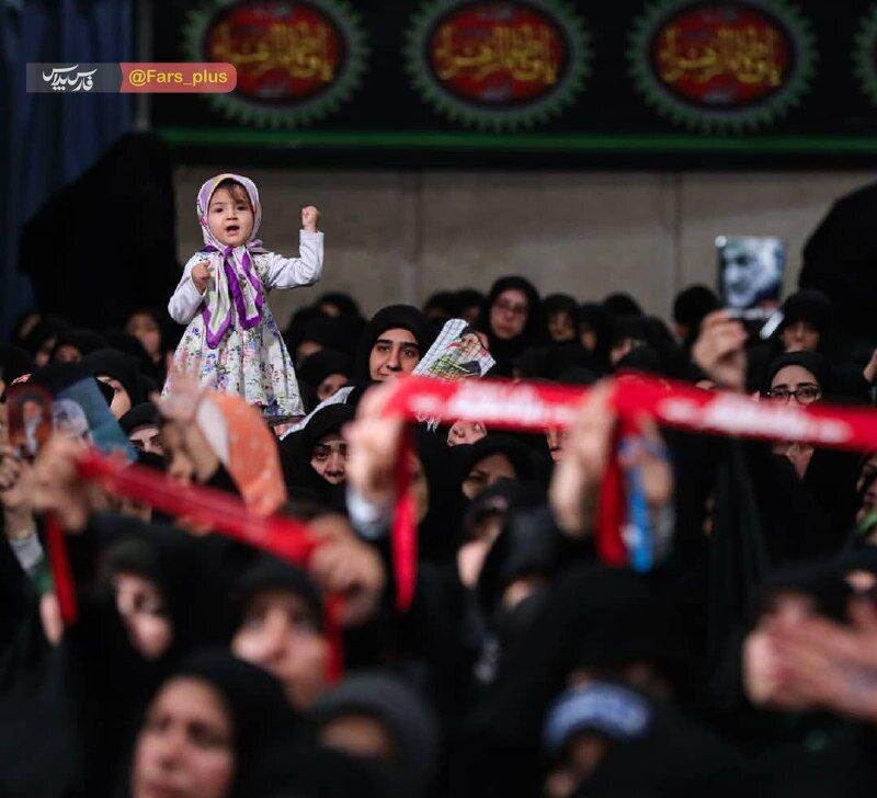 تصویری دیدنی از مراسم روضه شب شهادت حضرت فاطمةالزهرا (س) در حسینیه امام خمینی (ره)