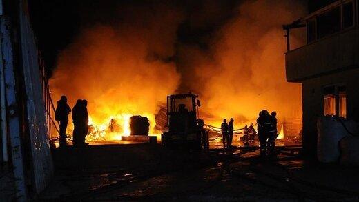 آتش در کارخانه دستکش سازی منطقه آزاد ارس با یک کشته