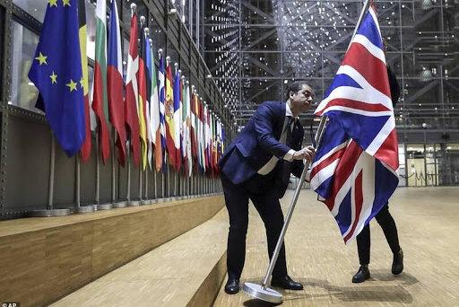 ببینید   برداشتن پرچم بریتانیا از مقر اتحادیه اروپا در بروکسل
