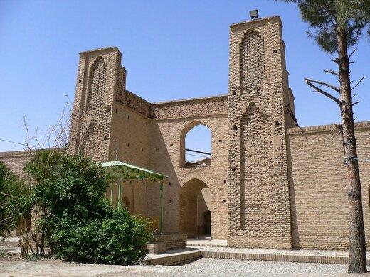 آرامگاه شیخ علاءالدوله از بناهای فاخر استان و جهان است