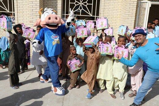 """لبهای کودکان سیستانی آراسته به لبخند، از سر امید، همراه با کمپین """"امیدهست"""""""