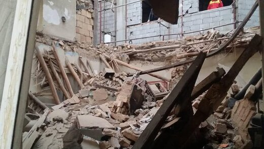 ریزش آوار در ساختمان متروکه در خیابان دماوند