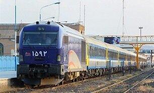 هجوم خریداران بلیتهای نوروزی قطار؛ در ساعت اول ۱۱ هزار بلیت فروش رفت
