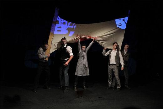 اعتراض کارگران لهستانی روی صحنه تئاتر فجر