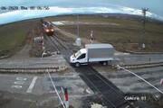 ببینید | لحظه هولناک برخورد مرگبار قطار با یک کامیونت در ترکیه
