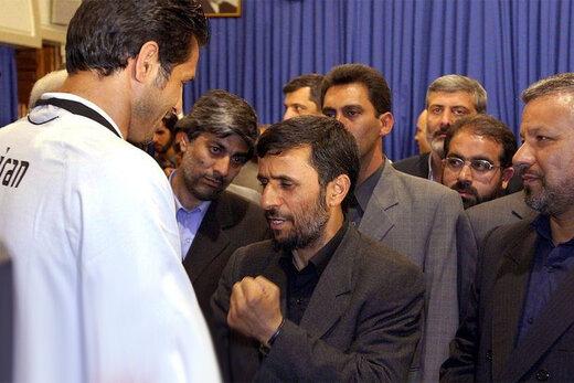 ببینید | بازیکن سابق تیم ملی: علی دایی اجازه نداد احمدینژاد وارد رختکن شود، همان شب برکنار شد