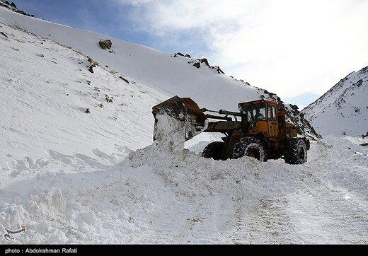 برف راه ارتباطی ۳۶۷ روستای کردستان را مسدود کرد