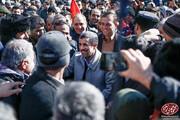 ببینید | سلفی مردم با احمدینژاد در راهپیمایی ۲۲ بهمن