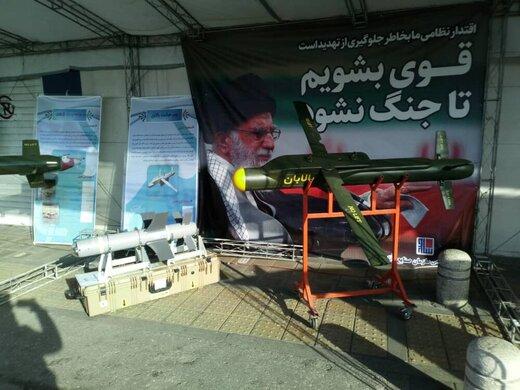 تصویری از موشکهای نقطهزن و بمبهای هوشمند در خیابانهای تهران /کدام جمله رهبری بر روی موشک نقطه زن نوشته شده است؟