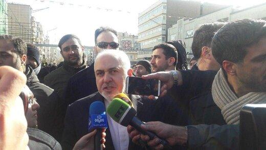 ظریف: دشمنان دلشان را به هر بحث خانوادگی ما خوش کردهاند