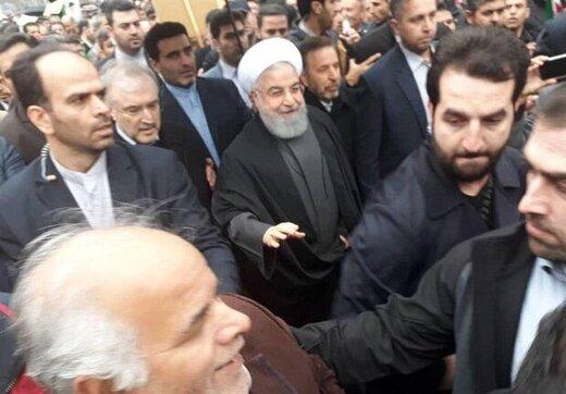 روحانی به جمع راهپیمایان یوم الله ۲۲ بهمن پیوست /لاریجانی و فرمانده کل سپاه هم آمدند