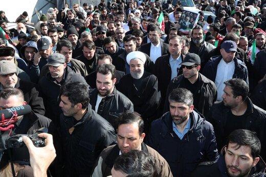 روحانی: هیچ روزی به عظمت و بزرگی ۲۲ بهمن نیست /حضور پرشور مردم پاسخ قوی به کاخ سفید است