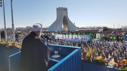 حسن روحانی در جمع راهپیمایان ۲۲ بهمن میدان آزادی