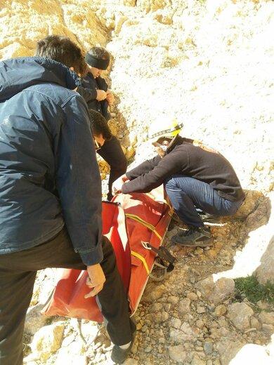 جوان ۱۸ ساله از کوه صفه اصفهان پرت شد