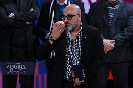امیر آقایی برنده جایزه بهترین بازیگر نقش مکمل مرد در اختتامیه سی و هشتمین جشنواره فیلم فجر برای فیلم «شنای پروانه»