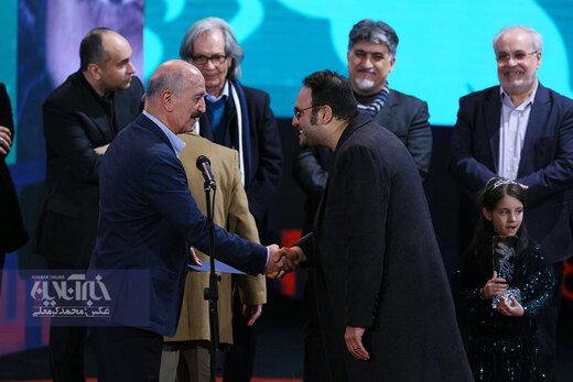 محمد حسین مهدویان به نمایندگی از پیمان معادی سیمرغ بهترین بازیگر نقش اول مرد را برای فیلم «درخت گردو» در اختتامیه سی و هشتمین جشنواره فیلم فجر دریافت کرد
