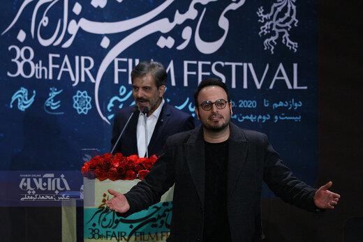 محمد حسین مهدویان برنده سیمرغ بهترین کارگردانی در اختتامیه سی و هشتمین جشنواره فیلم فجر برای فیلم «درخت گردو»